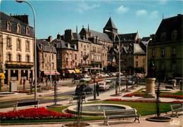 22 - Dinan - La Place Duclos - Automobiles - Fleurs - Voir Scans Recto-Verso - Dinan