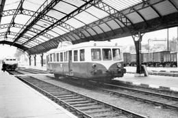 Mont-de-Marsan. Autorail FNC X 5600 Venant De Dax Et 150 Chevaux X 5800 Pour Tarbes. Cliché Jacques Bazin. 30-07-1959 - Trains