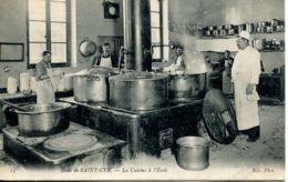 N°73557 -cpa Saint Cyr -école Militaire -la Cuisine De L'école- - Regiments