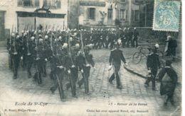 N°73558 -cpa Saint Cyr -école Militaire -retour De Revue- - Regiments