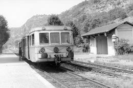 Saint-Martin--Labouval. Autorail X 5800. Ligne Cahors - Capdenac. Cliché Jacques Bazin. 06-09-1973 - Trains