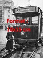 Reproduction D'une Photographie Ancienne De Deux Conductrices De Tramway Ligne Montparnasse à Paris - Reproductions