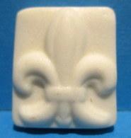 Fève Porcelaine Mate Ancienne - La Fleur De Lys - Frühe Figuren