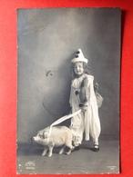 1911 - BONNE ANNEE - ENFANT PIERROT ET COCHON - MEISJE MET VARKEN - Cochons
