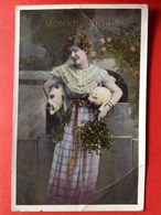 1910 - BONNE ANNEE - VROUW MET 2 VARKENS - FEMME PORTANT 2 COCHONS - Cochons