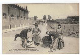 15 - NOS DOUANIERSA LA FRONTIERE  Retour Des Champs - Visitées Quand Même E.C.1911 - Douane