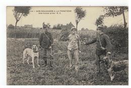 14 - NOS DOUANIERS A LA FRONTIERE  Une Bonne Prise E.C.1911 - Douane