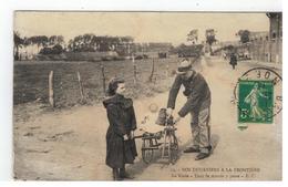 12 - NOS DOUANIERS A LA FRONTIERE  La Visite - Tout Le Monde Y Passe - E.C.1919 - Douane