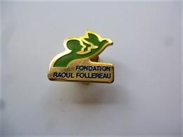 PINS Médical  FONDATION RAOUL FOLLEREAU ENFANT Et OISEAU / 33NAT - Medical