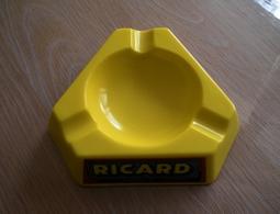 CENDRIER PUBLICITAIRE RICARD  BON ETAT - Porcelain