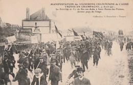 1911 - MANIF.DES VIGNERONS DIRECTION TROYES - LE BATAILLON DE FER DE BAR S/AUBE A ST PARRES L.TERTRES DERNIER PAYS DE L' - Bar-sur-Aube