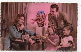 ENFANTS 761 : édit. Superluxe N° 38 ; Parents Avec Leurs Enfants La Collation  ( Bord De La Carte Doré ) - Otros