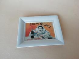 Vide Poche En Porcelaine Publicitaire Pierrot Absinthe, Tirage Limité Fabriqué Sous Les Années 90 - Ashtrays
