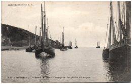 22 SAINT-BRIEUC - Sous La Tour - Barques De Peche Au Repos - Saint-Brieuc
