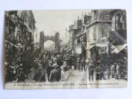 CPA (18) Cher - BOURGES - Cortège Historique Du 1er Juillet 1923 - La Rue D'Auron Et Son Ancienne Porte - Bourges
