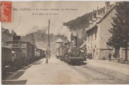 Le Lioran Altitude_Le Pic Grion  15   Le Quai De La Gare Bien Animé Et Le Train En Partance - Otros Municipios