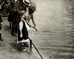 PROBABLY  LONDON  HUNGRY CHILDREN ENFANTS KIDS NIÑOS KINDEREN 21*16CM Fonds Victor FORBIN 1864-1947 - Fotos
