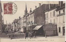Carte Postale Ancienne De Bergerac La Rue Du Marché Vue Du Jardin Public - Bergerac