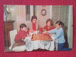 POSTAL POST CARD AJEDREZ CHESS Échecs SCHACH XADREZ GAME PARTIDA FAMILY PLAYING FAMILIA JUGANDO LA FAMILLE MATRIOMONIO.. - Ansichtskarten