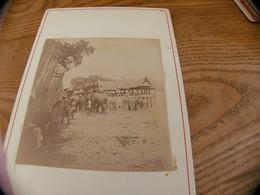 44  - Photo ,INDOCHINE, Groupe D'Elephants Dans Un Enclos Avec Enfants, Jeu ?? - Oud (voor 1900)