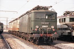 Miramas (13 - France)  Janvier 1992 - La BB 8220 Au Dépôt De Miramas - Trains