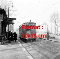 Reproduction D'une Photographie Ancienne Du Tramway Ligne A Motrice 54à Versailles En 1957 - Reproductions