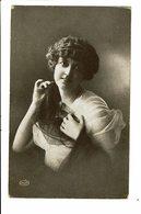 CPA - Carte Postale Pays Bas- Dame Avec Un Voile Dans Les Mains-1920- VM4028 - Vrouwen