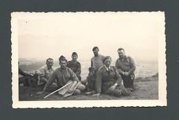 Photo Ancienne Un Groupe De Militaires En Uniforme Au FORT RABOT à GRENOBLE (38) En Juillet 1940 - Krieg, Militär