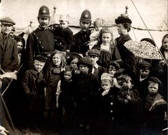 HAMPSTEAD HEATH EASTER NURSED POLICEMEN CHILDREN ENFANTS KIDS NIÑOS KINDEREN 21*16CM Fonds Victor FORBIN 1864-1947 - Fotos