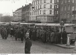 Photographie N°4 Nombreux Bus Vicinaux Arrêts Namur Gare - Transporte