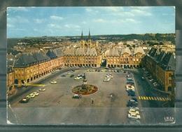 08 - CHARLEVILLE - MEZIERES - Place Ducale (VOITURES ANCIENNES) - Charleville