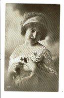 CPA - Carte Postale Pays Bas-Jeune Femme Avec Bandeau Dans Ses Cheveux VM4036 - Vrouwen