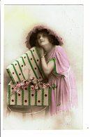 CPA - Carte Postale Pays Bas-Jeune Femme Avec Une Caisse Remplie De Fleurs VM4038 - Vrouwen