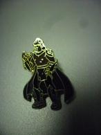 Grand Pin's Shredder De Son Vrai Nom Oroku Saki Est Un Personnage De La BD Les Tortues Ninja @ 34 Mm X 24 Mm - CINEMA - Films