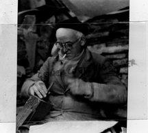 24- MONTIGNAC - CASSAGE DES NOIX DU PERIGORD - RARE PHOTO ORIGINALE - - Profesiones