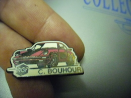 Pin's PORSCHE CARRERA 911 Rouge - AGF C. Bouhour  - AUTOMOBILE  - Auto @ 30 Mm X 15 Mm - Porsche