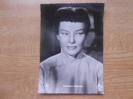 "Carte Postale  10,5 X 14,5 Cm  Filmster Exclusiviteit L.A.B  Katharine Hepburn In ""Les Fils Du Dragon"" - Artisti"