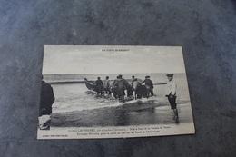 Lège Cap Ferret 33950 Mise à L'eau Pinasse Le Bouvet 688CP01 - Autres Communes