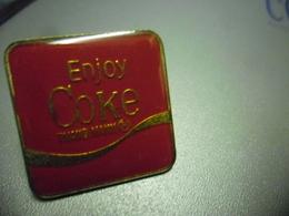 Grand Pin's COCA COLA - Enjoy COKE @ 25 Mm X 25 Mm - Coca-Cola