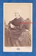 Photo Ancienne Vers 1870 - LE MANS Sarthe - Portrait De Femme Sarthoise - Photographe Gustave - Coiffe Costume Folklore - Photos