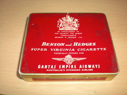 Old Tin Box Benson And Hedges Super Virginia Cigarette Old Bond St London W Qantas Empire Airways Australia S Ov Airline - Tabaksdozen (leeg)