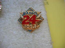 Pin's Radio 24 Sur 102,8 Mhz (Suisse) - Médias