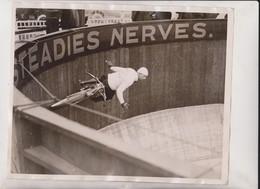 WALL OF DEATH AT KURSAAL SOUTHEND EARL KETRING TRICK CYCLING  25*20CM Fonds Victor FORBIN 1864-1947 - Cyclisme