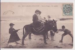 CPA - 415. LES SABLES D OLONNE - Sur La Plage Un Entêté - Sables D'Olonne