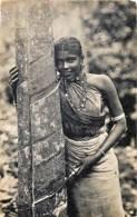 Skri-Lanka - Ceylon - Colombo - A Woman Tapping Rubber Tree - Sri Lanka (Ceylon)