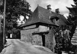 CHAUMEIL - Une Rue - Philatélie Cachet Hexagonal En Pointillés Gourdon-Murat - Autres Communes
