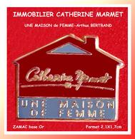 SUPER PIN'S Arthus BERTRAND PARIS : Emis Pour Catherine MARMET Responsable Immobilier Dans Le 95 En ZAMAC Or 2,1X1,7cm - Arthus Bertrand