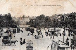 LYON -Place Perrache (Prise De La Sortie De La Gare ) - Lyon