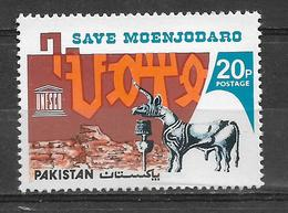 PAKISTAN 1976 STAMP SAVE MOENJODARO MNH - Pakistan