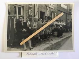 FLORZÉ «TERRASSE CAFÉSuperbe Photo Original 1956»très Animée, Plaques Publicitaire Belga,Coca-Cola,Wiel's. - Sprimont